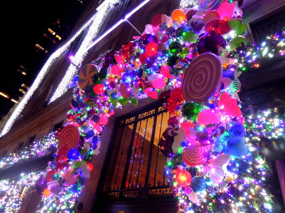 City Walks, Christmas in New York 2016. part 2. Saks Holiday Windows