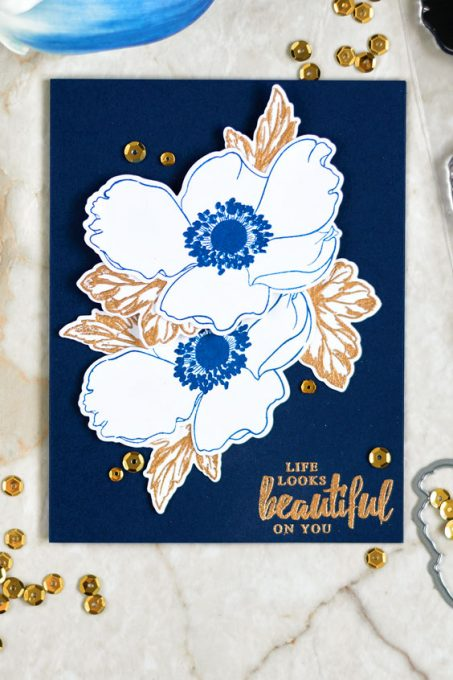 Altenew Build-A-Flower Anemone. Blue and gold is a great color combo. They look gorgeous together. Cards by @craftwalks