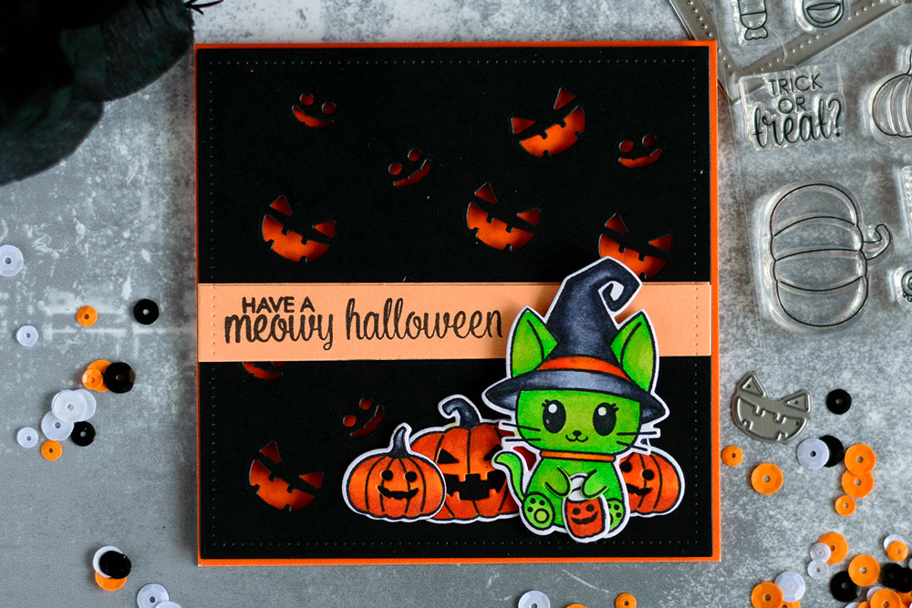 Scary, but cute Halloween card with Studio Katia Meauwe Halloween. Card by @craftwalks