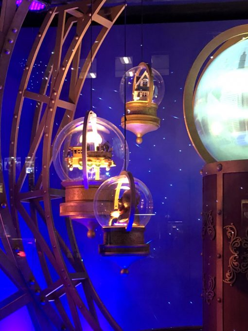 City Walks. Christmas In New York 2017. Lord & Taylor holiday windows