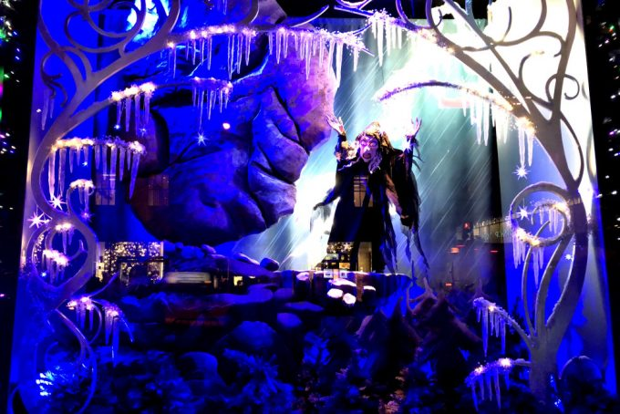 City Walks. Christmas In New York 2017. Saks Fifth Avenue holiday windows