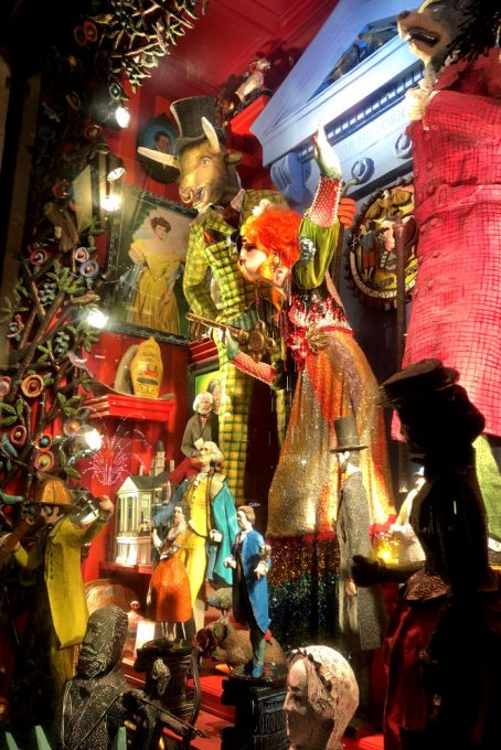 City Walks. Christmas In New York 2017. Bergdorf Goodman holiday windows