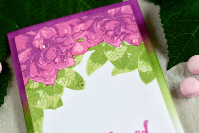 Altenew Build-A-Flower- Gardenia. Project by @craftwalks. #card #altenew #altenewbuildaflower #cardmaking #masking