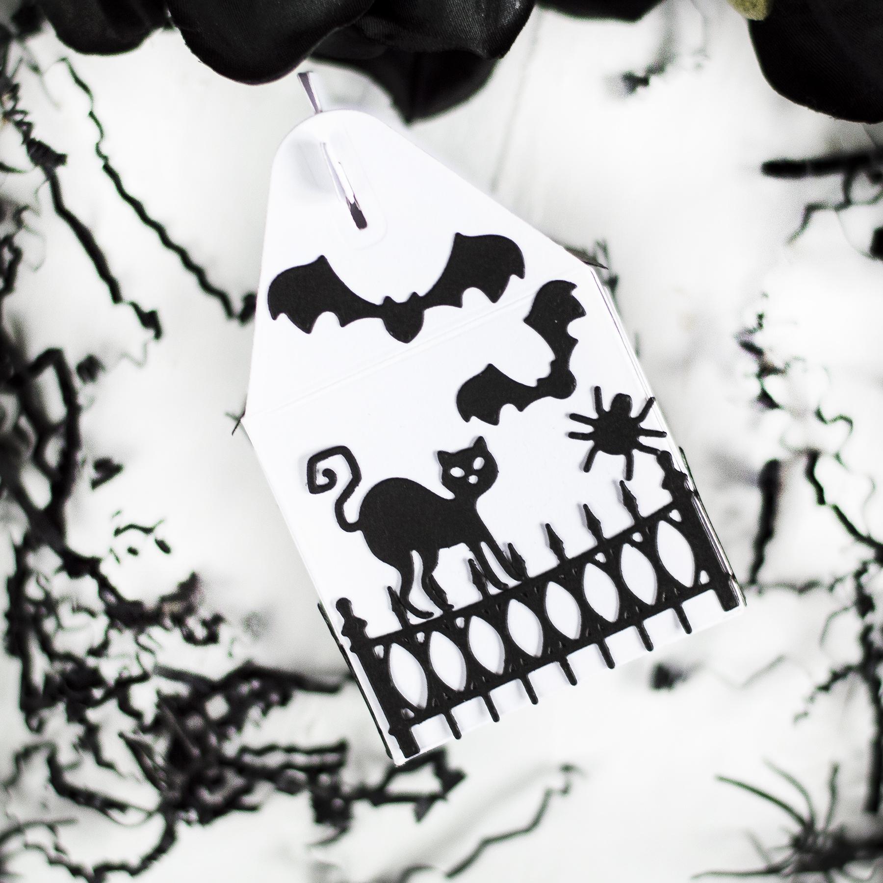 Spooky House Halloween Treat Box. Project by Svitlana Shayevich